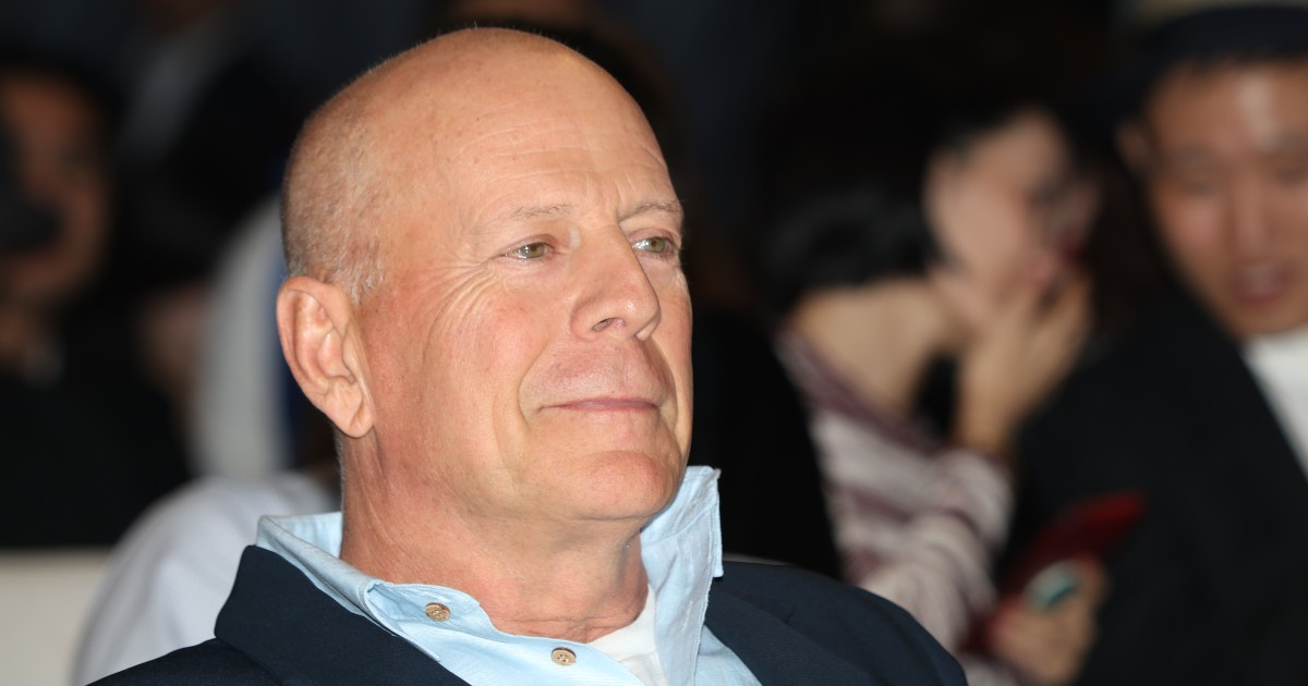 Bruce Willis apologizes for 'error in judgment' after mask-free pictures emerge