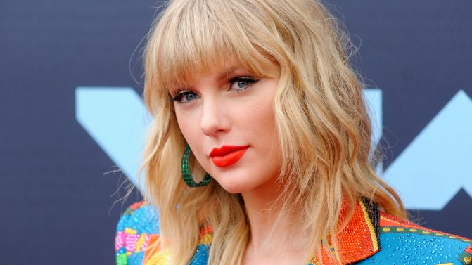 Taylor Swift Calls For The Removal Of Racist Confederate Statues
