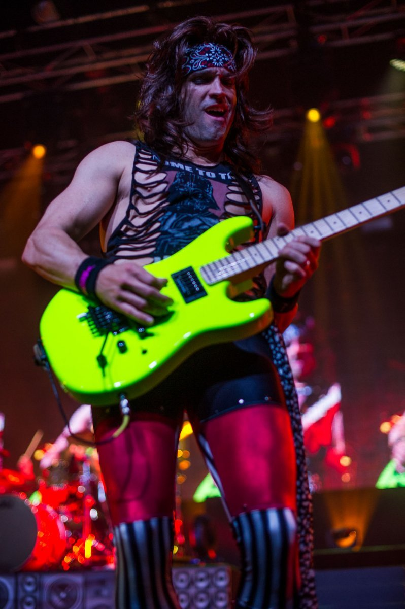 Steel-Panther-10